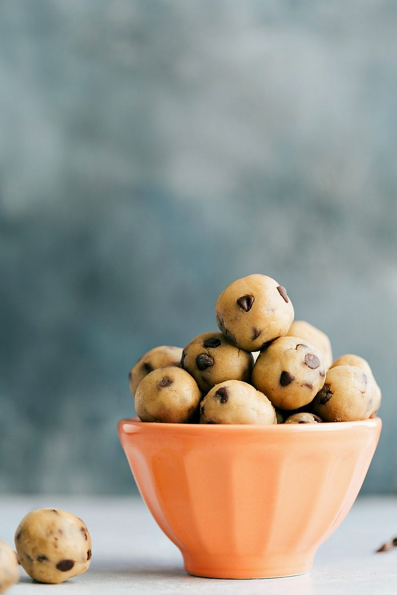 Edible cookie dough!! chelseasmessyapron.com