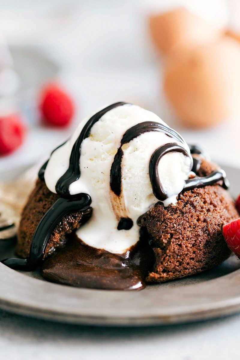 Brownie Molten Lava Cakes I The ultimate BEST EVER BROWNIE molten lava cakes! Only FOUR ingredients and a muffin tin needed! via chelseasmessyapron.com