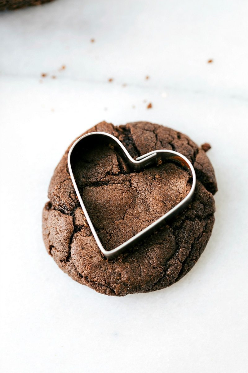 Valentine's Oreos -- regular sandwich cookies OR heart-shaped sandwich cookies. The cookie base has only 4 ingredients and the filling tastes just like a real Oreo! I chelseasmessyapron.com
