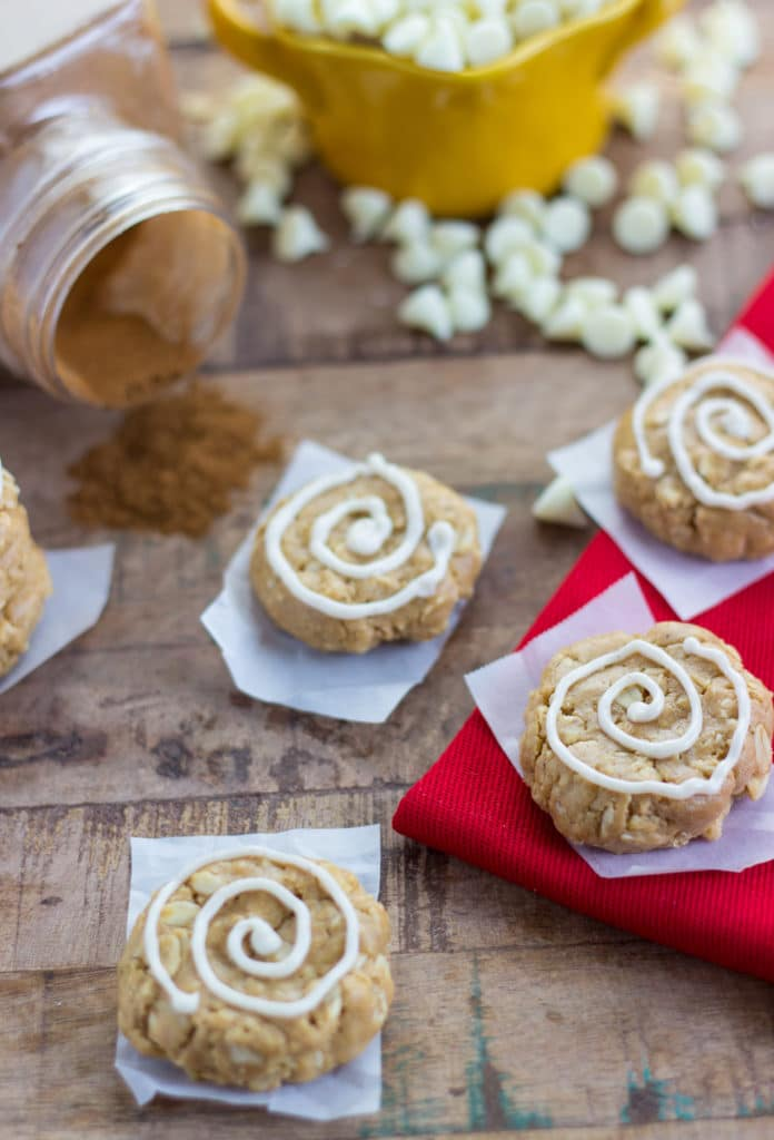 No-bake cinnamon roll breakfast cokies - healthy and delicious