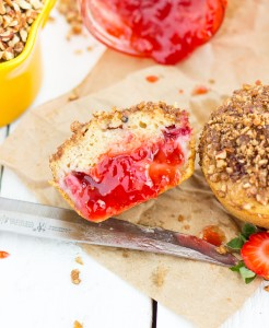 Skinny strawberry muffins with a cinnamon pecan streusel