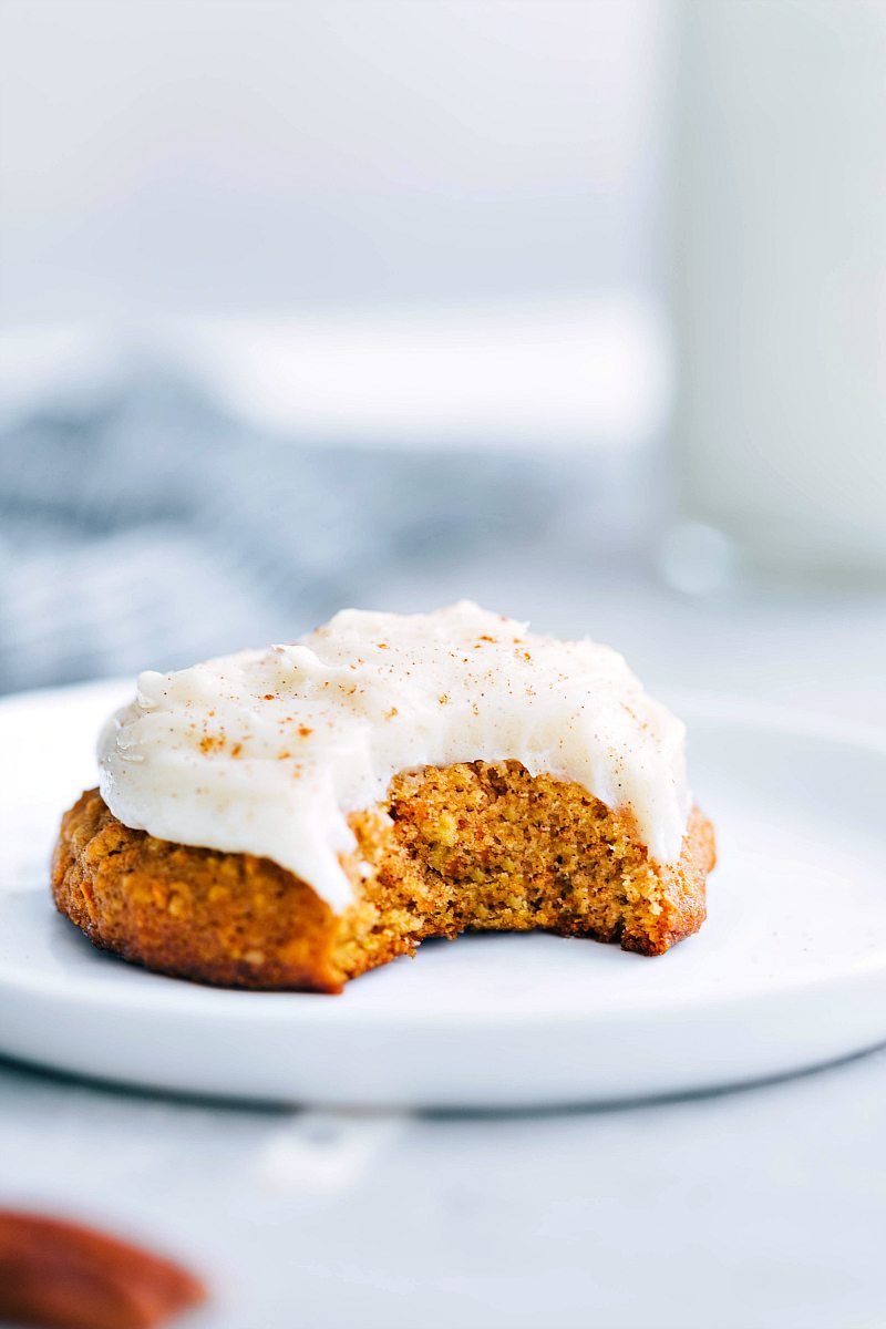 The ultimate BEST EVER bakery-style carrot cake cookies with a rich cream cheese frosting! via chelseasmessyapron.com | #carrot #cake #cookies #easy #quick #dessert #carrotcake #soft #baked #bakery #style #cream #cheese #frosting #desserts #dessert #Easter #homemade #diy