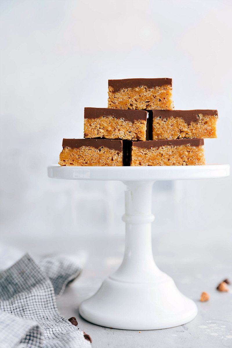 The ultimate BEST EVER SCOTCHEROOS! A super easy and quick dessert that everyone goes crazy for! via chelseasmessyapron.com | #scotcheroos #dessert #desserts #bar #bars #easy #quick #kidfriendly #butterscotch #chocolate #chips #ricekrispies #dessertbars