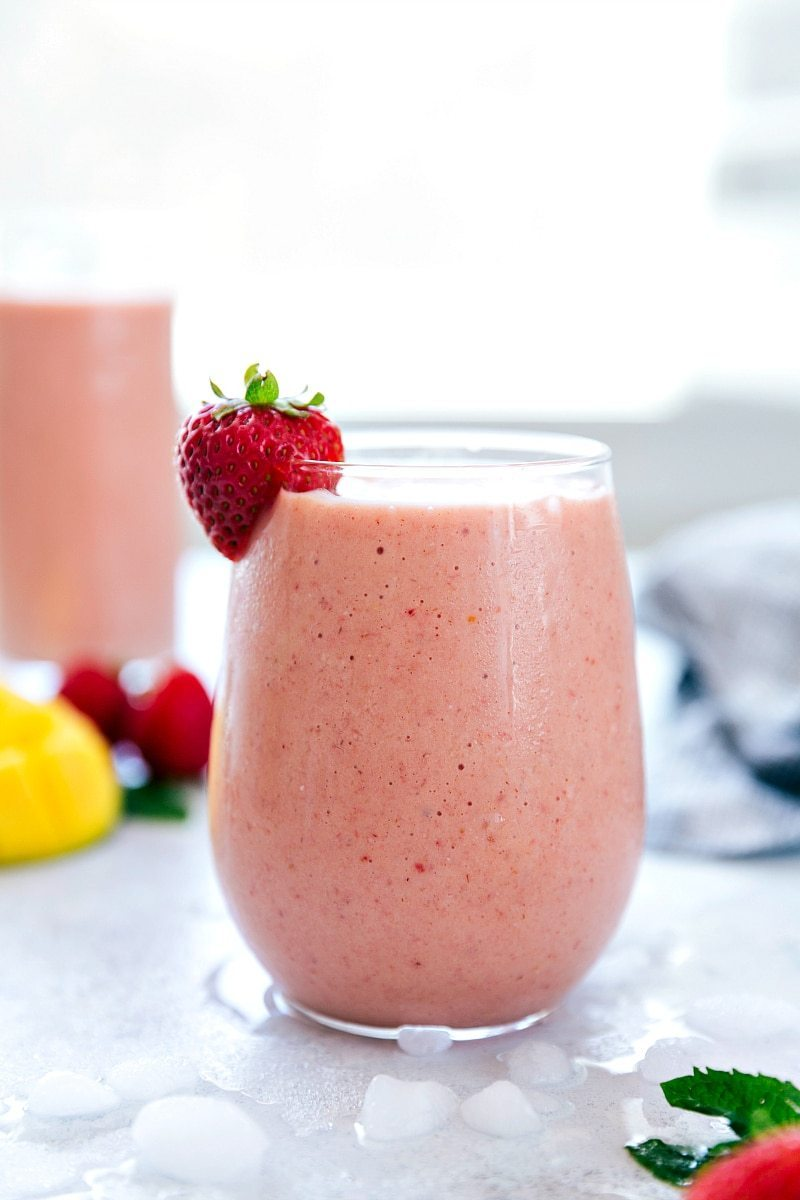 A strawberry and mango flavored smoothie that is blended with oats making it a very thick and filling shake. chelseasmessyapron.com