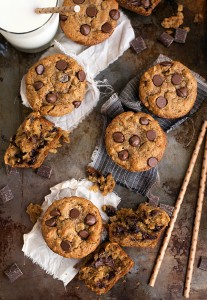 Skinny and Flourless Peanut Butter and Banana Chocolate-Chip Muffins