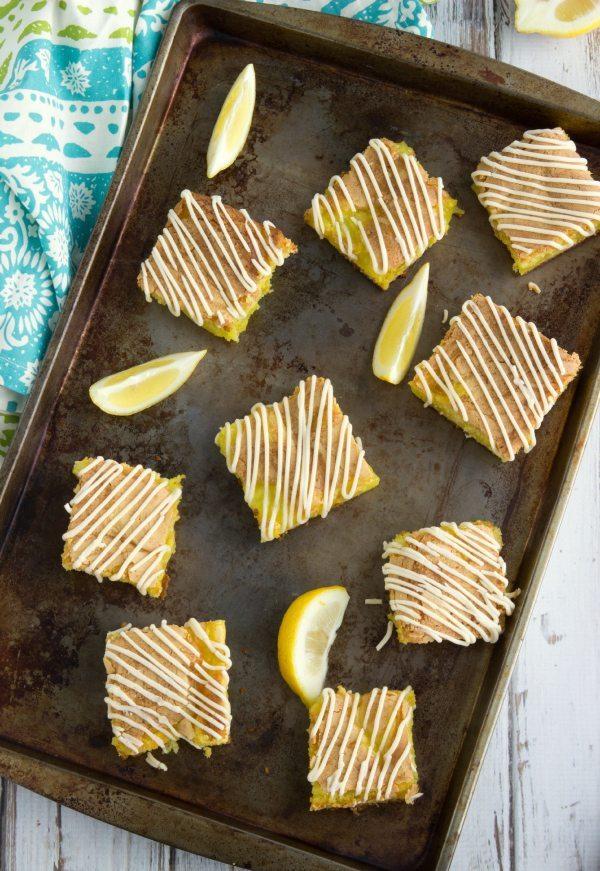 {5-ingredient} Lemon Pie Bars with a Cream Cheese Frosting #lemon #dessert #pie