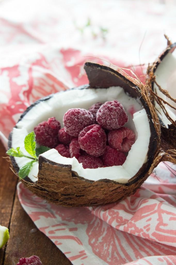 Coconut Raspberry Lime Popsicles. AMAZING flavor and healthy! #popsicle #raspberry #lime #coconut
