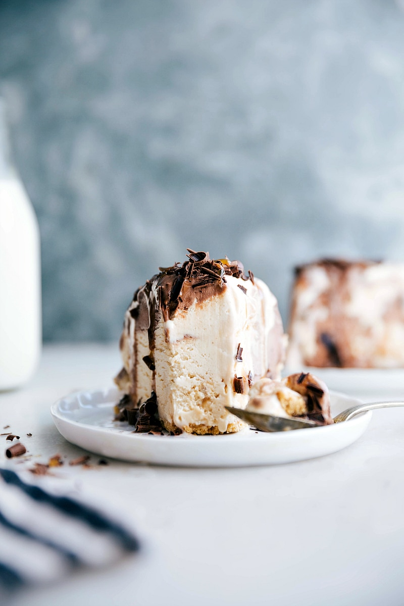 Image of the ice cream pie with a pie out of it