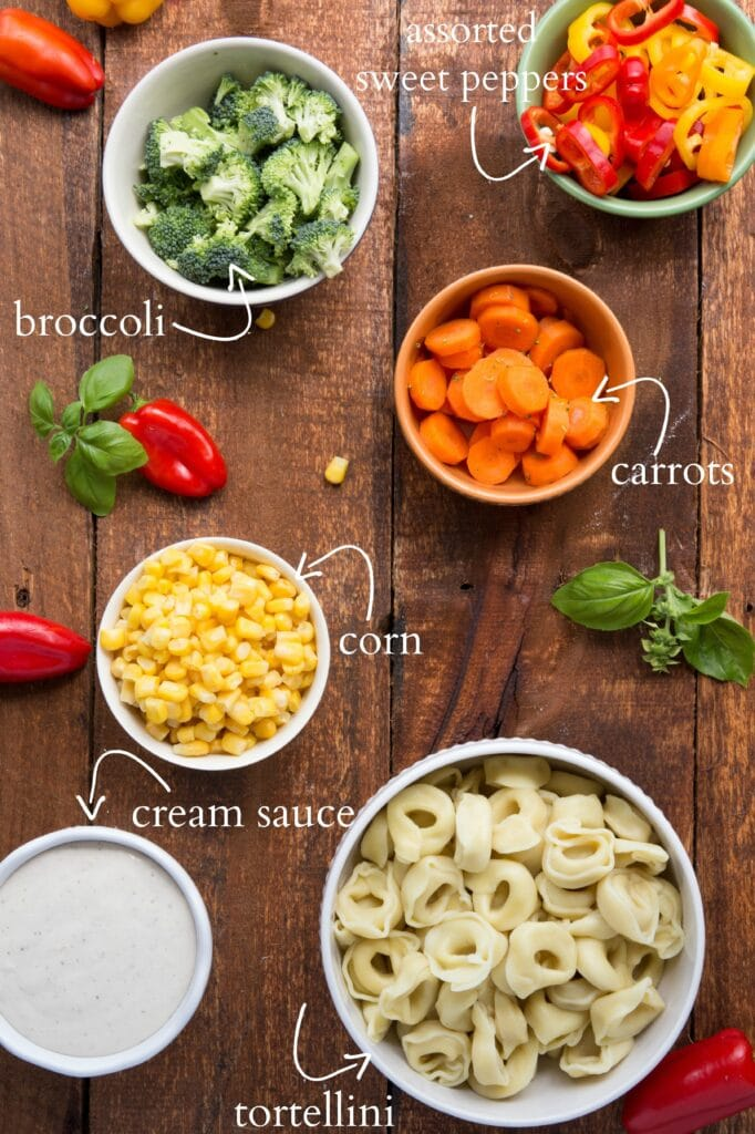 A healthy cream sauce covered tortellini with fresh veggies - ready in under 30 minutes I via chelseasmessyapron I #cleaneating #vegetables #tortellini