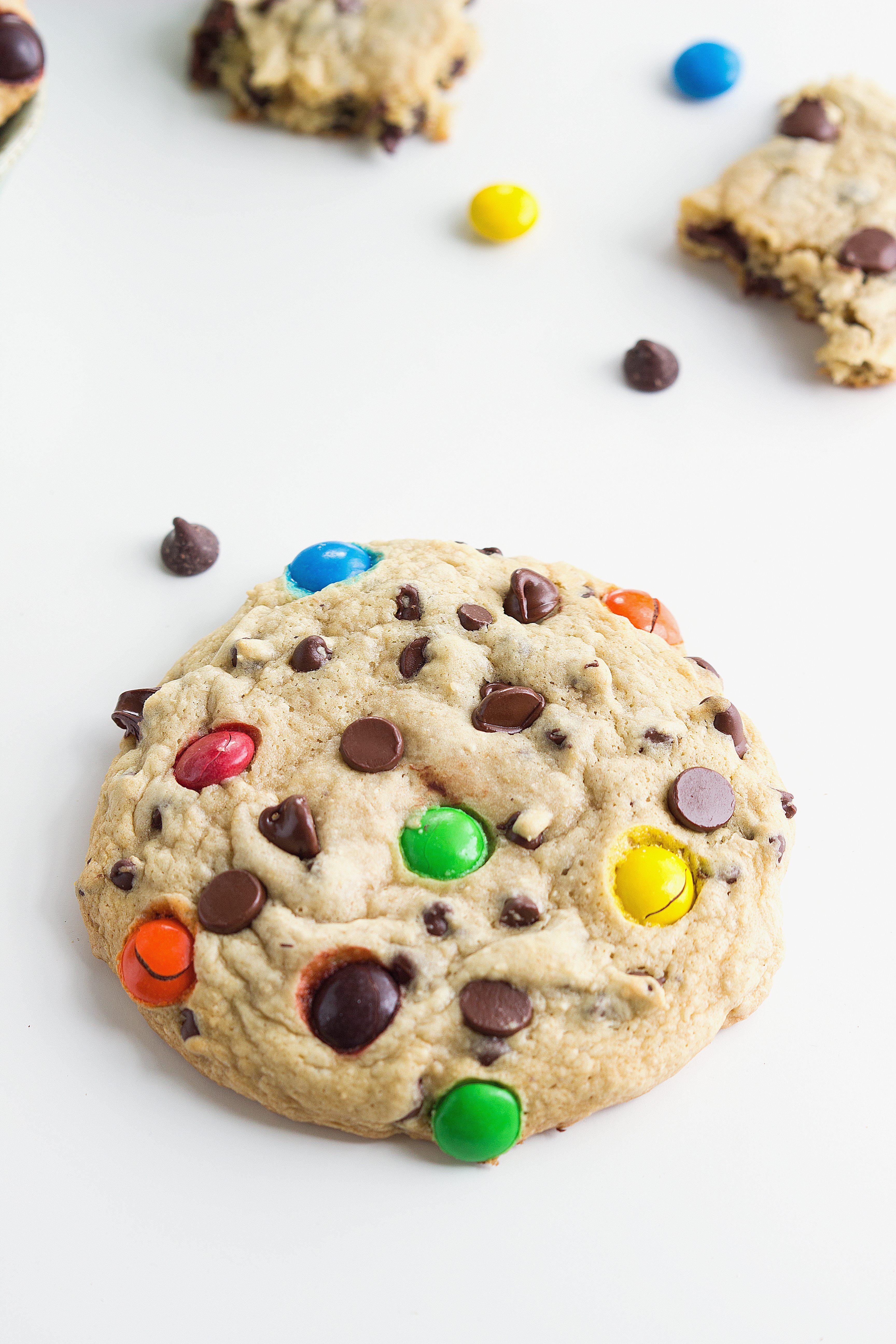 Secret Ingredient} Bakery-Style Chocolate Chip Cookies | Chelsea\'s ...