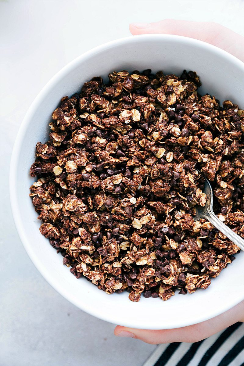 The ultimate BEST EVER no baking required chocolate granola! An easy healthy snack that takes less than 10 minutes to prepare! via chelseasmessyapron.com #chocolate #granola #easy #quick #snack #healthy #kidfriendly #nobake