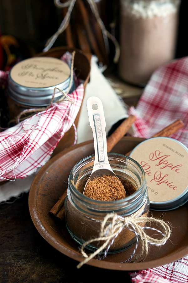 Homemade Apple Pie + Pumpkin Pie Spice {Free Printables}