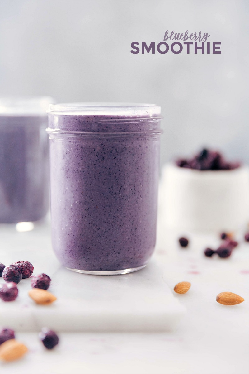 Image of the blueberry smoothies in a mason jar