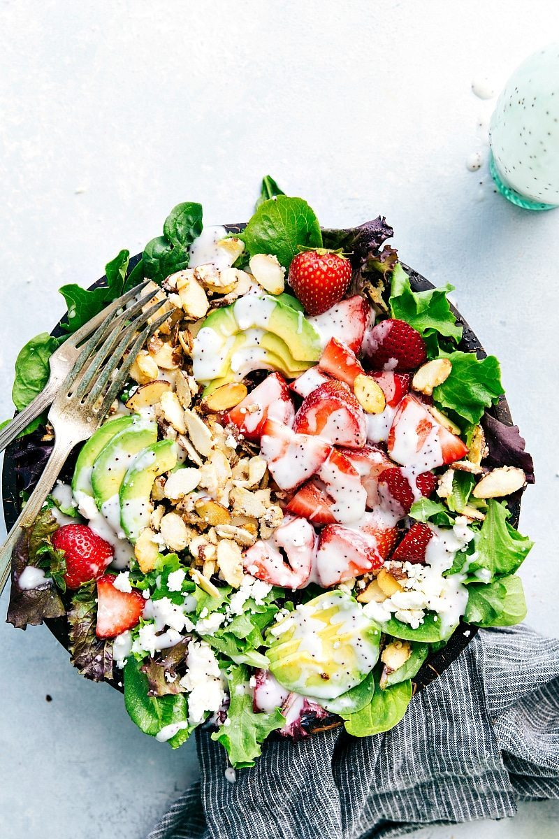 The BEST EVER strawberry and avocado salad with a creamy poppyseed dressing and delicious 2-ingredient candied almonds! chelseasmessyapron.com