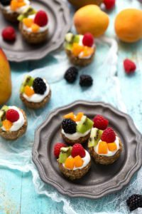 Easy and healthy fruit tarts - a delicious breakfast or dessert!