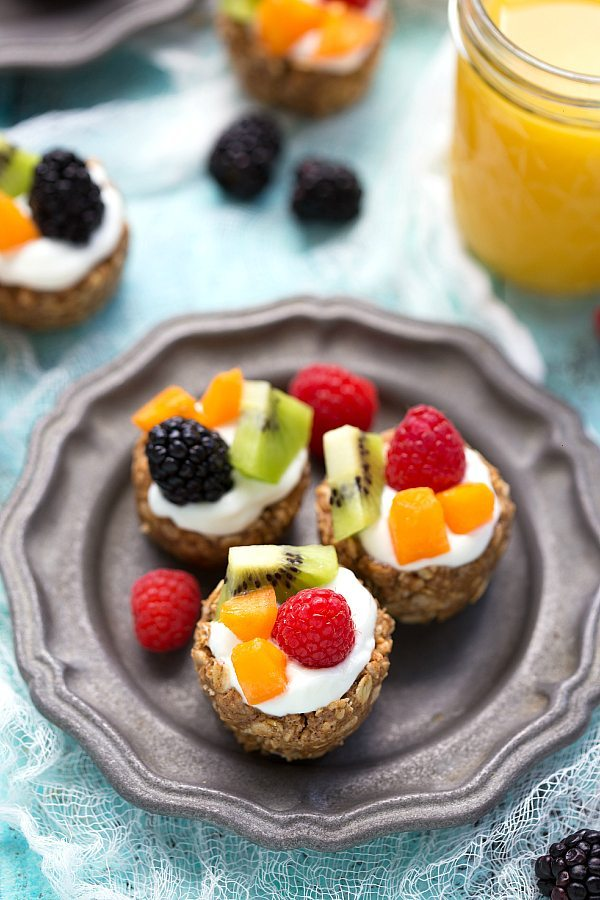 Healthy and Simple Greek yogurt no bake fruit tarts