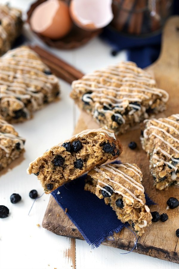 A healthy copycat of the Nature Valley Soft-Baked Blueberry Oatmeal Squares. The perfect on-the-go snack the whole family will enjoy!