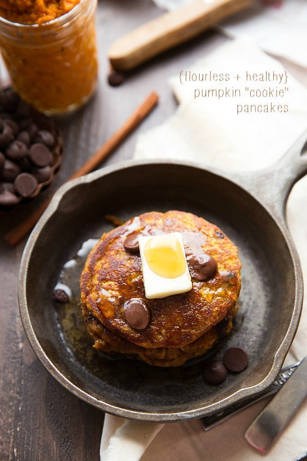 Secretly Healthy plus FLOURLESS pumpkin chocolate chip cookie pancakes!