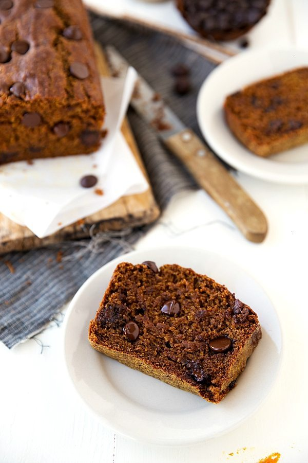 Healthier Greek yogurt pumpkin bread with chocolate chips