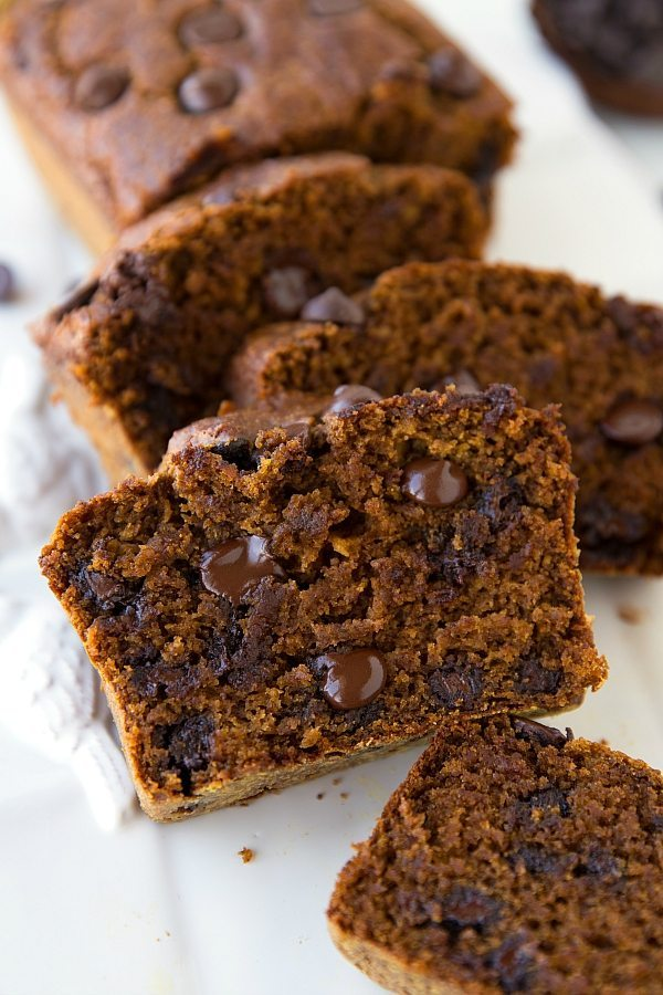 The BEST healthy pumpkin chocolate-chip bread