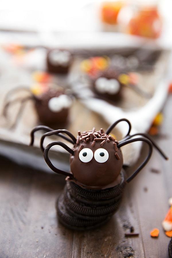 Easy Halloween Oreo Balls - Spiders!