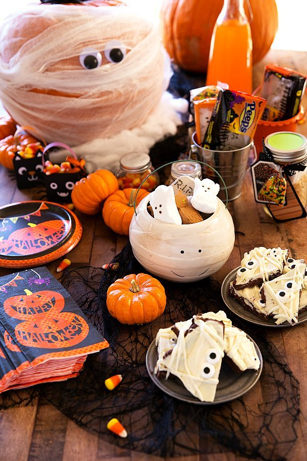 Halloween Mummy Table