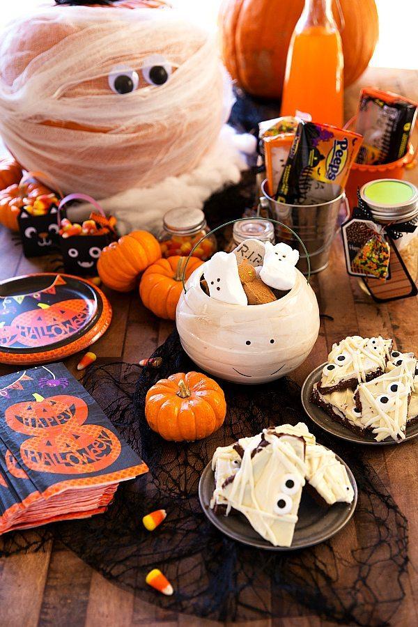 Halloween Mummy Table