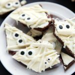 Great Halloween Treat - only 5 ingredients and NO baking required! Chocolate Brownie Batter Mummy Bark