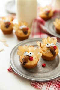 Cute and healthy Thanksgiving treat - a snack-sized mini muffin decorated like a turkey!