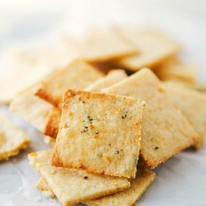 Simple and quick (15 minutes to make) homemade parmesan-herb crackers. Perfect for entertaining and snacking!