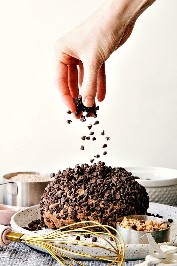 """SIMPLE and delicious brownie """"batter"""" cheesecake ball!"""
