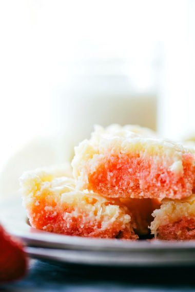 Delicious SIMPLE strawberry gooey cheesecake cake bars