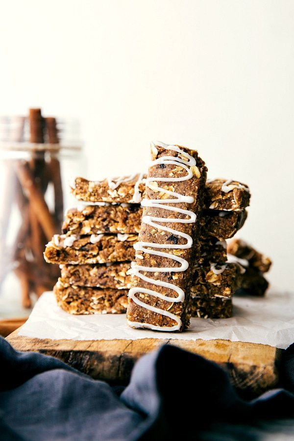 Easy to make (no baking!) soft and chewy granola bars made to taste like an iced oatmeal cookie.