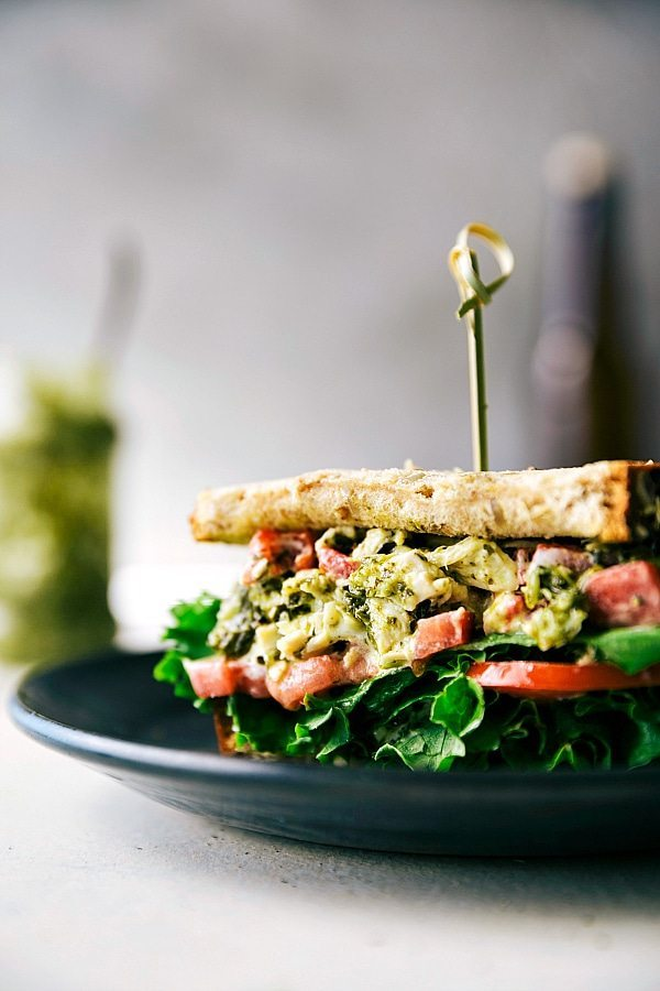 10-minute easy and quick pesto chicken salad sandwiches with roasted red pepper. Healthy & delicious! Recipe via chelseasmessyapron.com