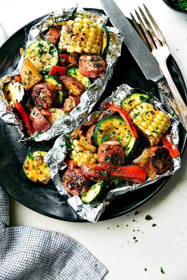 Easy tin foil sausage and veggies dinner chelsea 39 s messy for Easy things to make for dinner for two