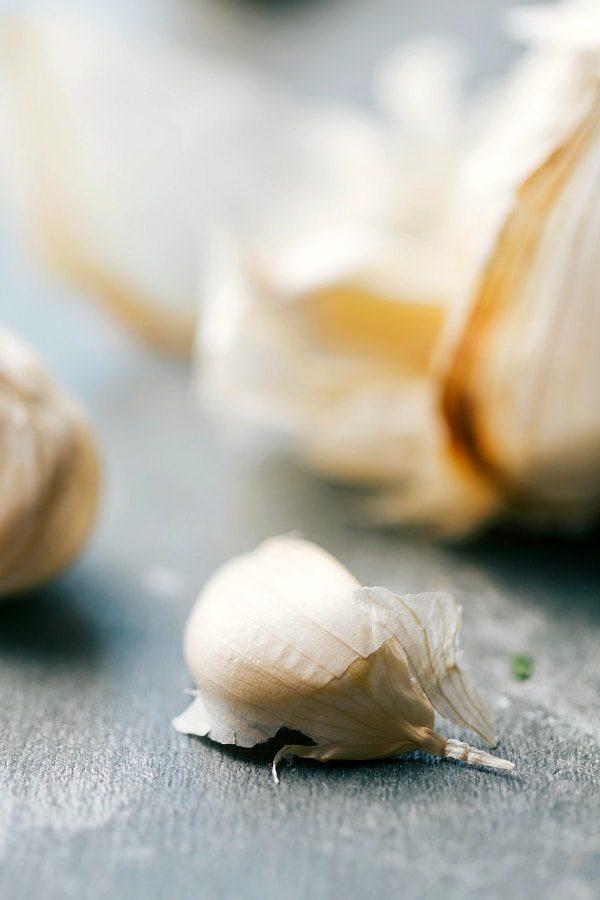 Honey Garlic Shrimp only FIVE ingredients! Recipe via chelseasmessyapron.com