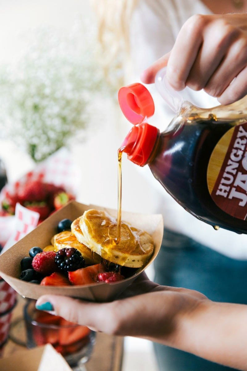 A great idea for a party, baby shower, wedding shower, birthday, etc. An easy PANCAKE BAR with a SPARKLING JUICE BAR! (Non alcoholic) via chelseasmessyapron.com