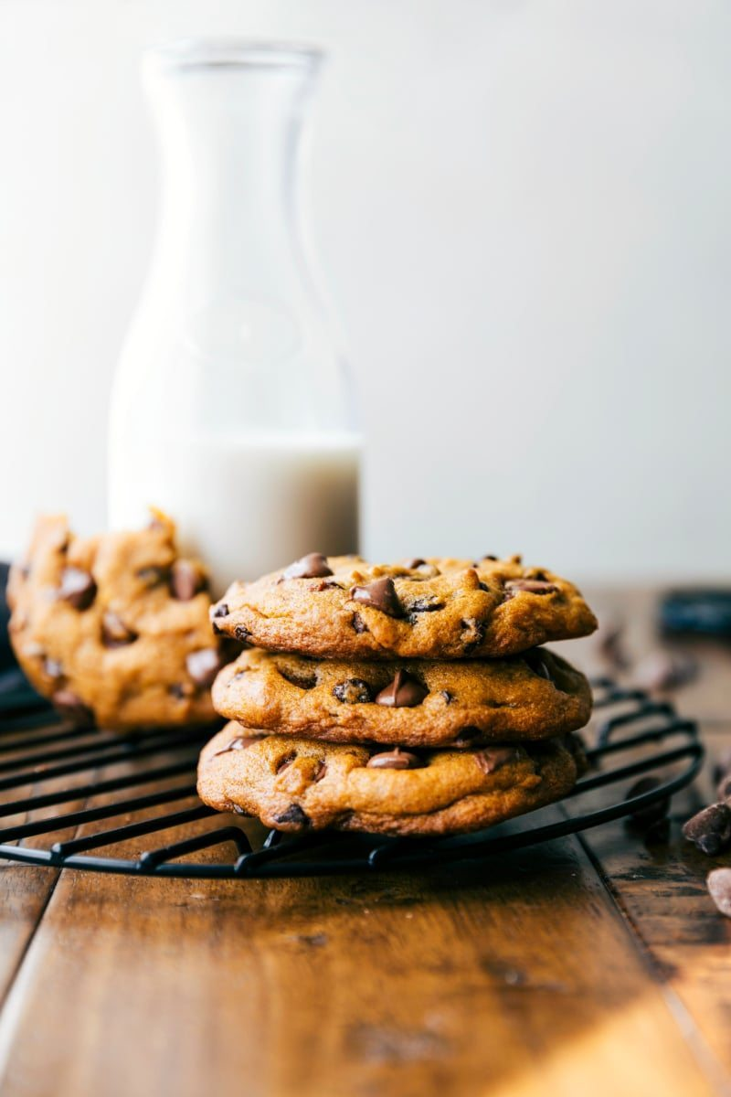 the-best-bakery-style-pumpkin-chocolate-chip-cookies-via-chelseasmessyapron-com