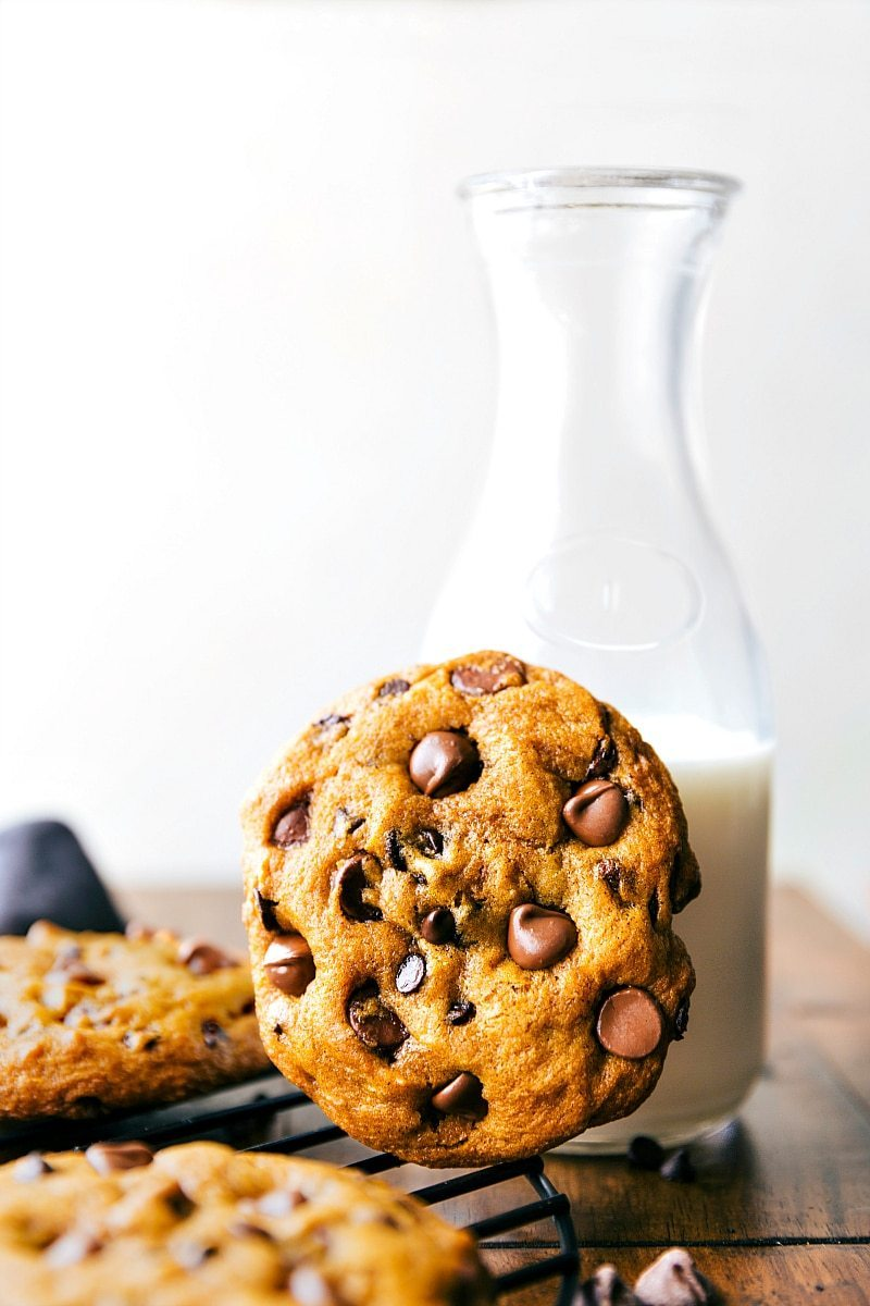 the-best-bakery-style-pumpkin-chocolate-chip-cookies-from-chelseasmessyapron-com