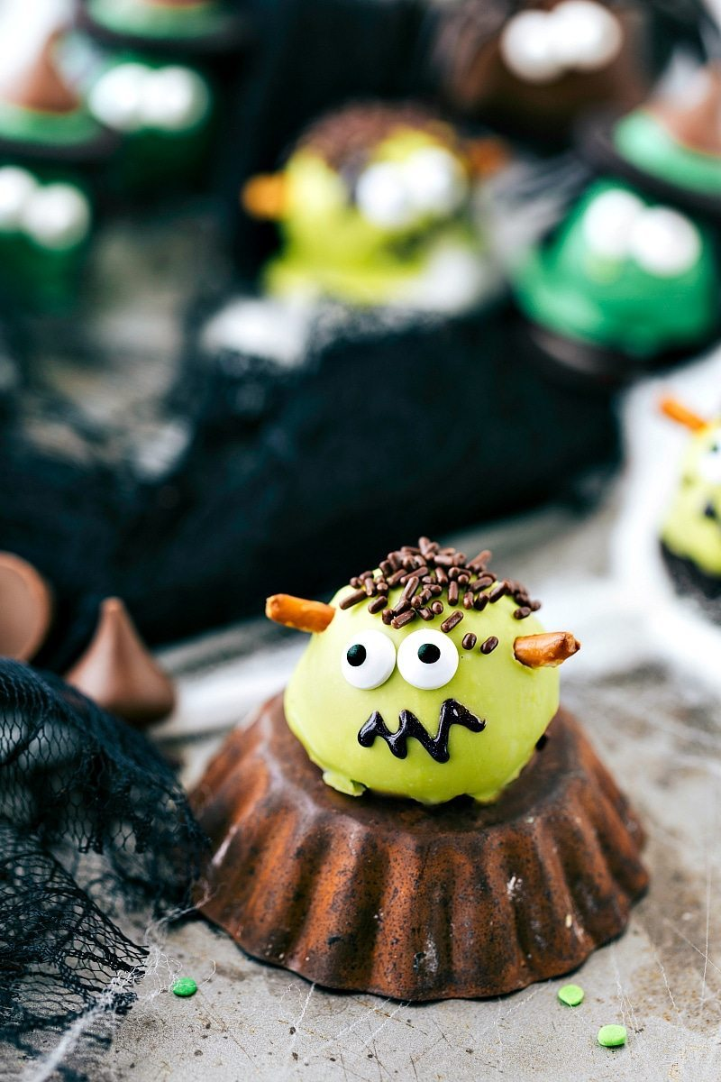 FRANKENSTEIN OREO BALL: Four different ways to dress up an oreo ball for Halloween -- a witch, spider, frankenstein, and an owl. Easy and delicious treats that are perfect for a party! via chelseasmessyapron.com