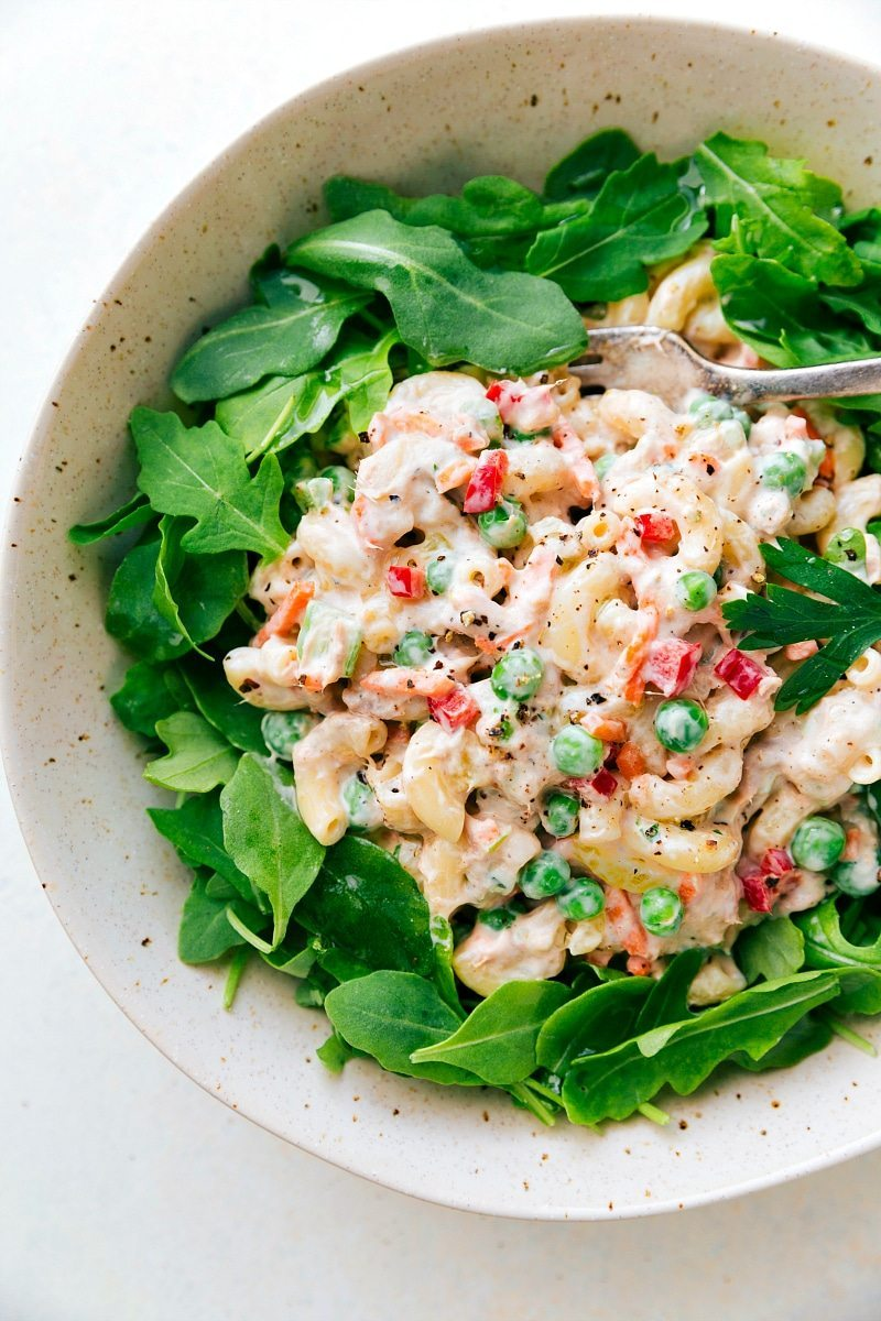 The best macaroni tuna salad bursting with flavor and so simple to make. This salad can be ready in less than 30 minutes! via chelseasmessyapron.com
