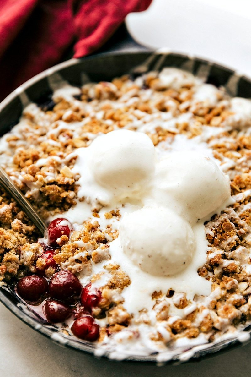 The BEST easy tart CHERRY CRISP -- packed with flavor and so easy to make! chelseasmessyapron.com