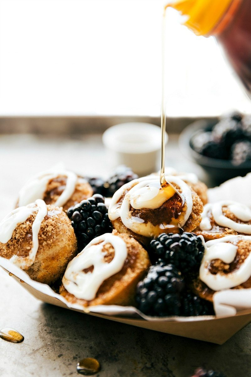 EASY cinnamon roll PANCAKE POPPERS! Easy-to-make miniature pancake poppers that taste like a cinnamon roll pancake! Very little effort, ready in 30 minutes or less (including bake time), and a fun breakfast the whole family will love! via chelseasmessyapron.com