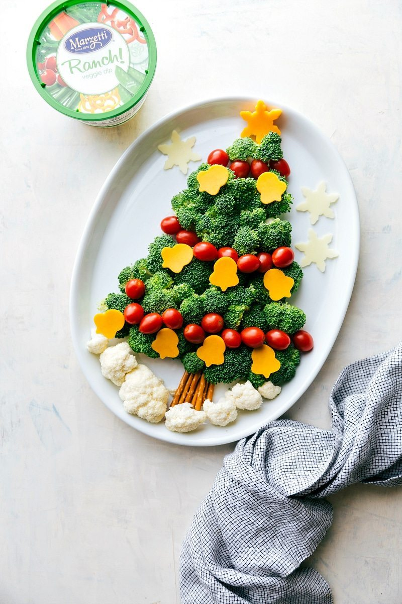 EASY Holiday Veggie Platters!! Two easy ways to dress up your holiday veggie platters! A Christmas Tree and an Ornament made out of veggies with delicious dips! I chelseasmessyapron.com