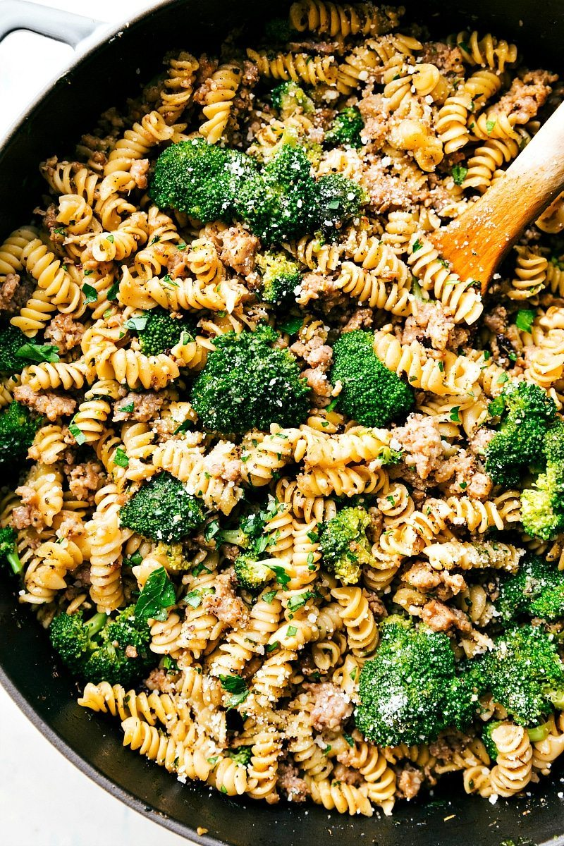 An easy, delicious, wholesome dinner of herb and parmesan pasta, ground Italian sausage and broccoli all made in just ONE pan! I Recipe from chelseasmessyapron.com