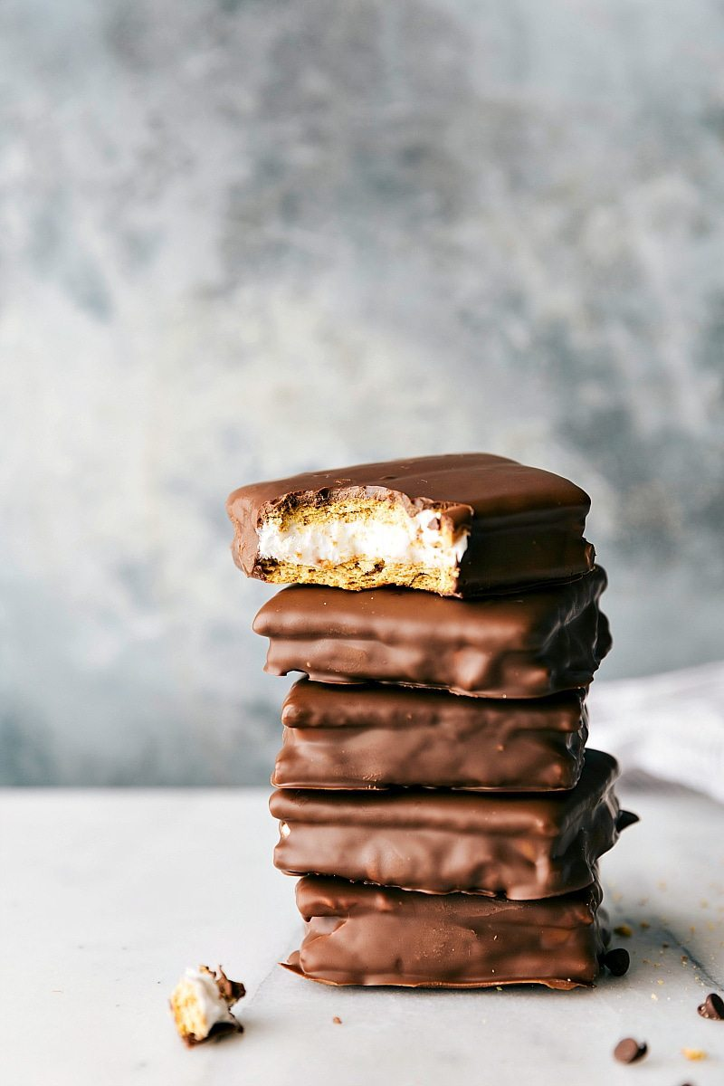 Homemade S'MORES SANDWICH COOKIES! Plus a collection of four different DIY Girl Scout cookie copycats all with 4-ingredients OR less! Thin Mints, S'mores Sandwich Cookies, S'amoas, and Tagalongs! via chelseasmessyapron.com