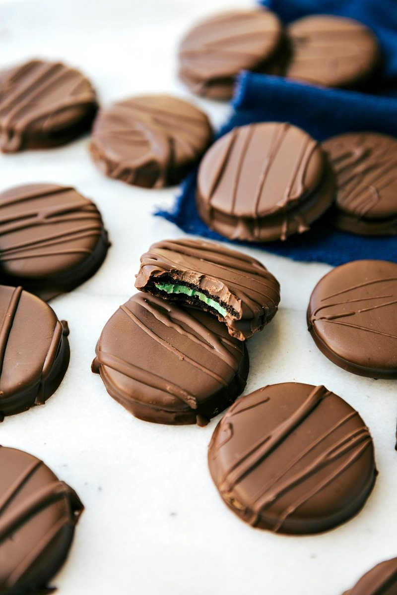 TWO-INGREDIENT homemade THIN MINT COOKIES! Plus a collection of four different DIY Girl Scout cookie copycats all with 4-ingredients OR less! Thin Mints, S'mores Sandwich Cookies, S'amoas, and Tagalongs! via chelseasmessyapron.com