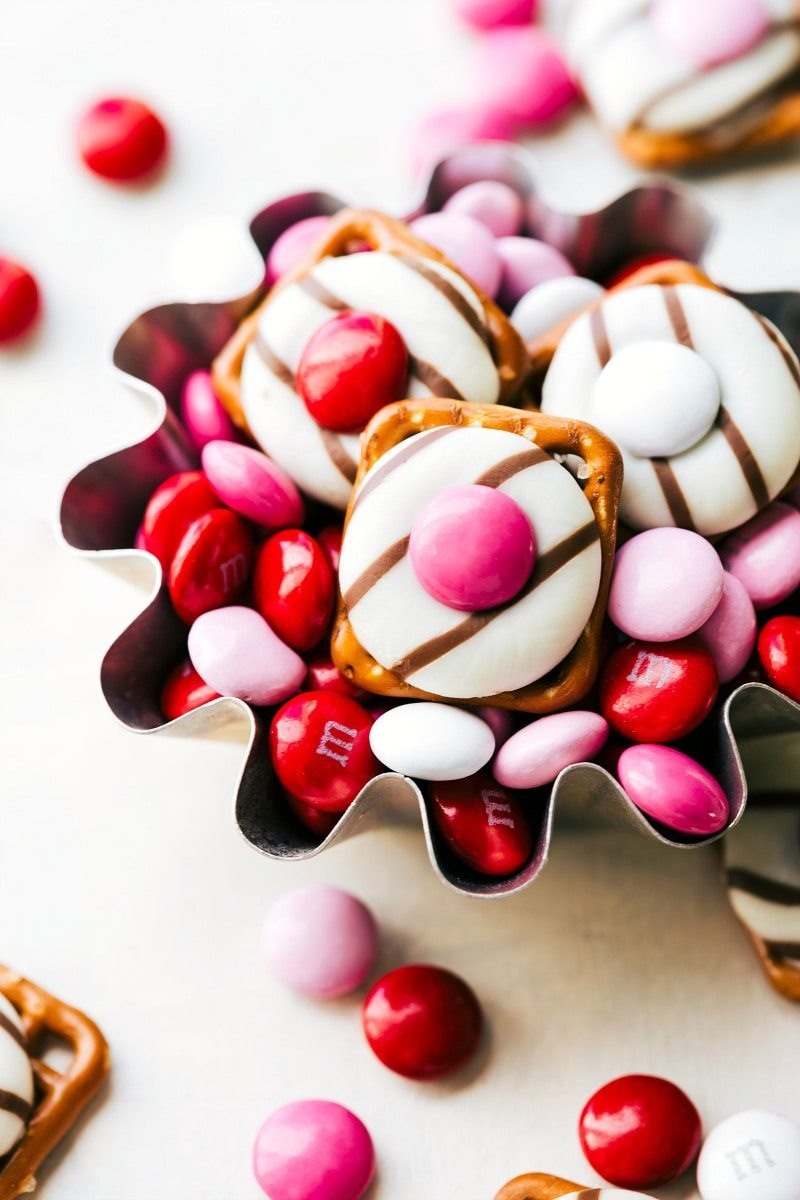 each recipe below has a full printable recipe with ingredients and directions - Easy Valentines Treats