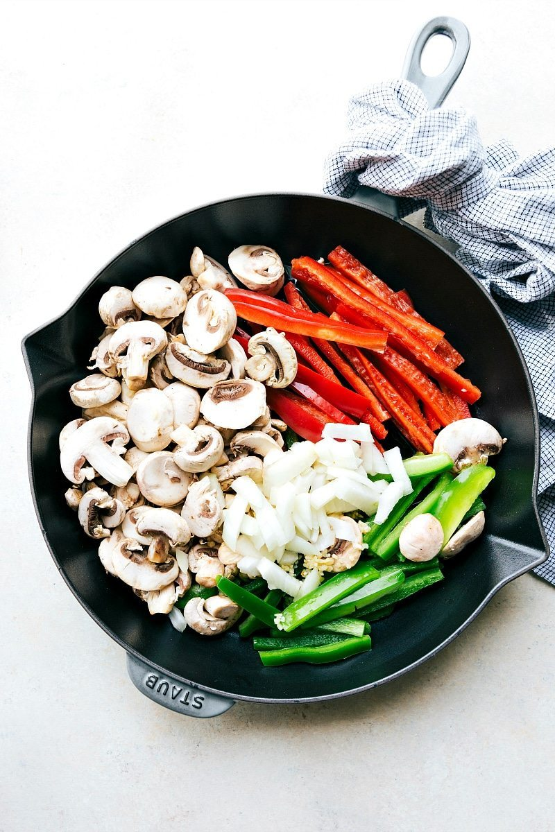 ONE POT Creamy cajun sausage pasta and veggies made healthier for you! Recipe via chelseasmessyapron.com