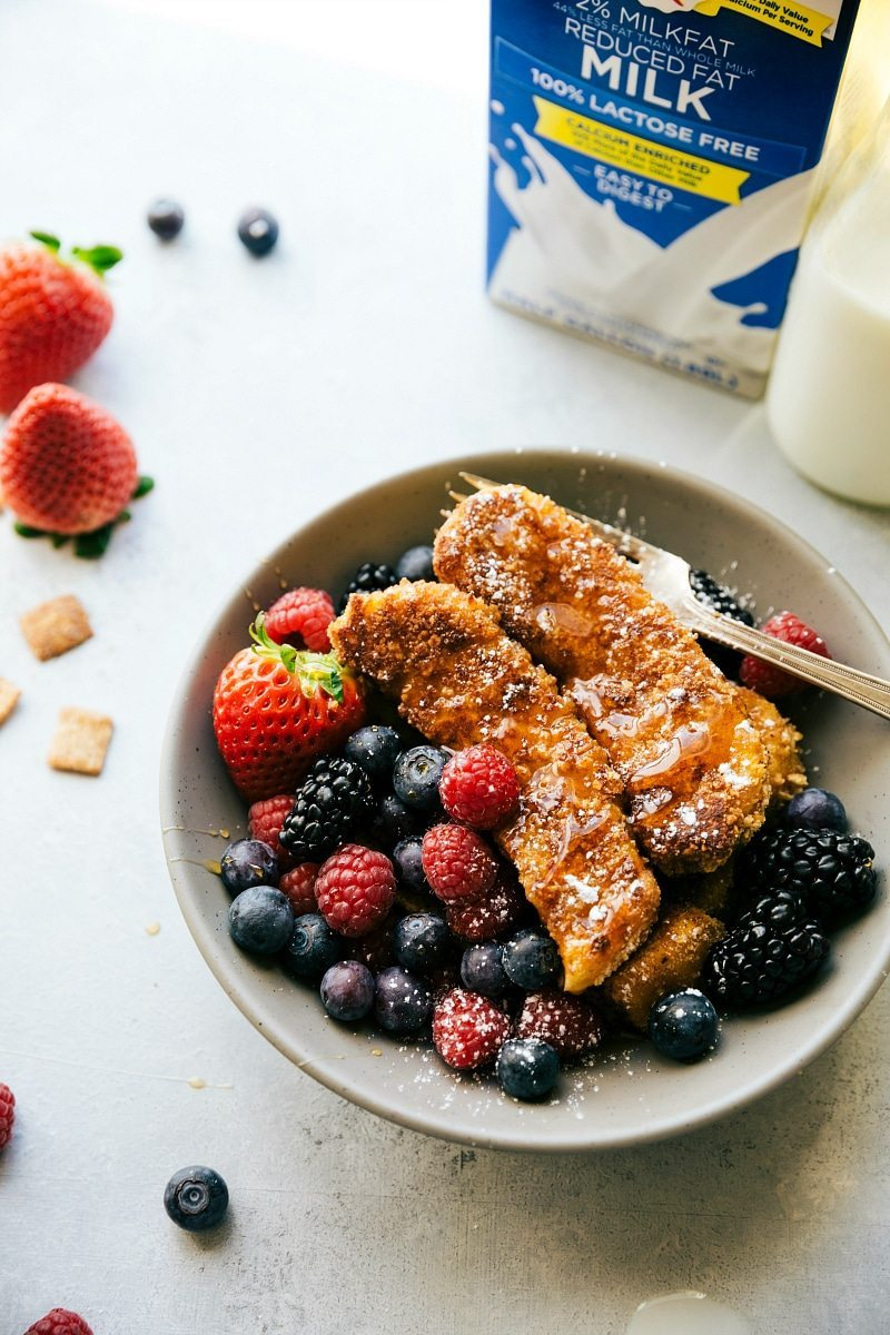 CINNAMON CRUNCHY CEREAL coated French Toast Sticks! Delicious, easy-to-make, and kid-friendly! via chelseasmessyapron.com